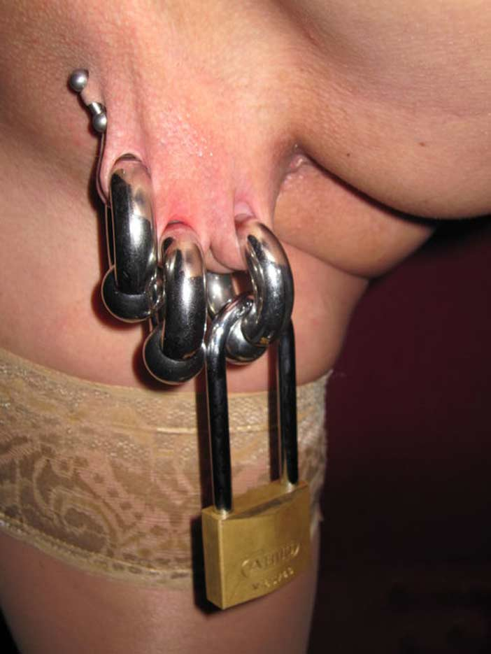 pussy piercing lock Extreme